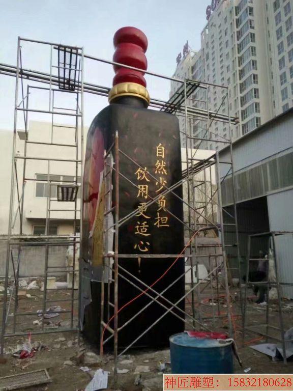 玻璃钢大型酒瓶雕塑,酒厂仿真酒瓶雕塑定制3